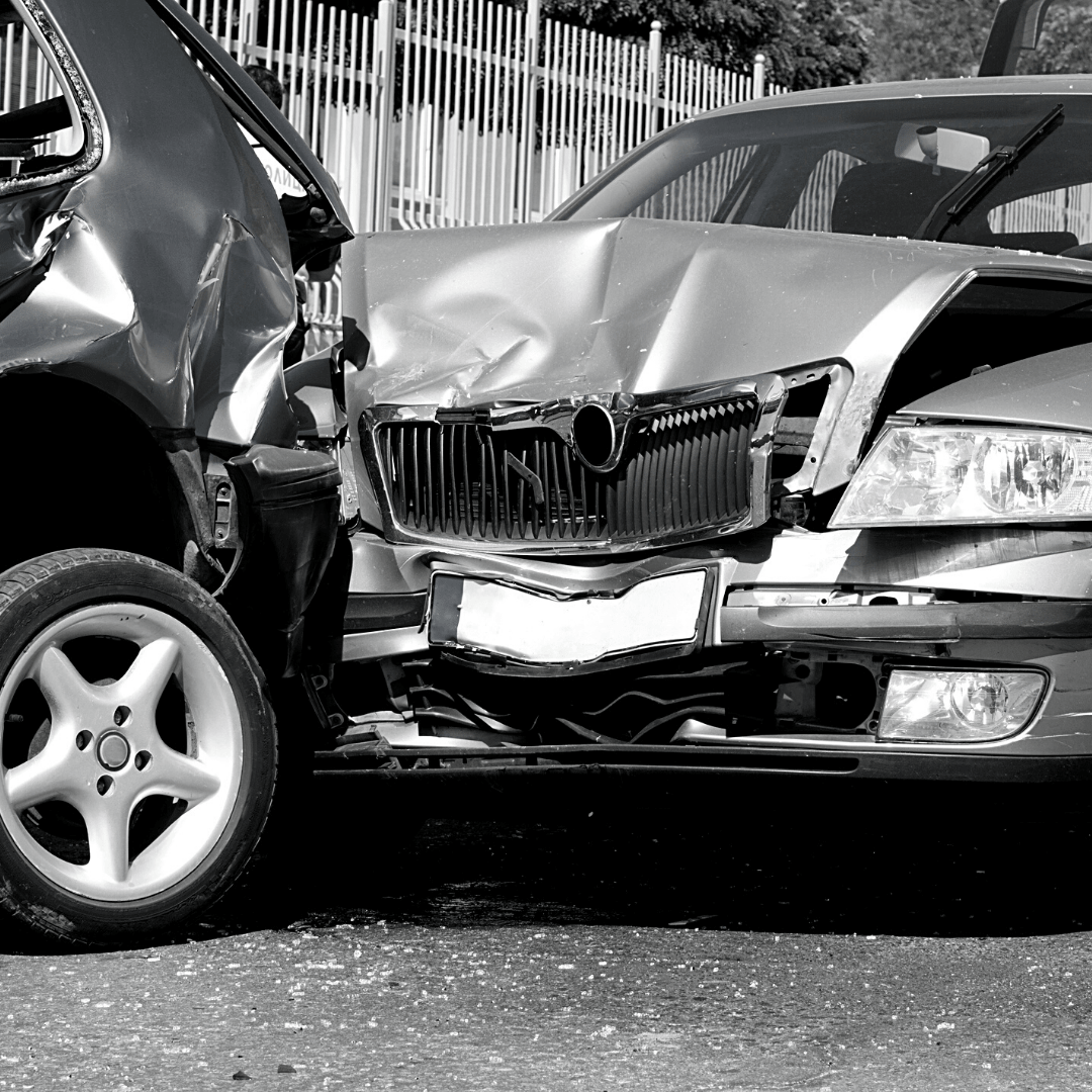 The Benefits of Handling an Auto Crash With a Lawyer vs. Without One